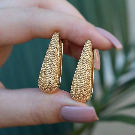 Brinco argola gota texturizado ouro semijoia