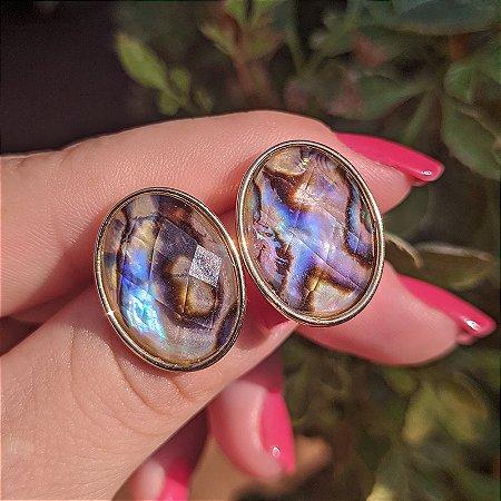Brinco oval pedra natural abalone semijoia
