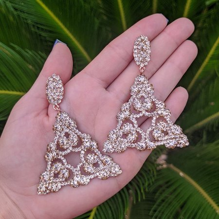Brinco triângulo Leticia Sarabia cristal dourado rosê
