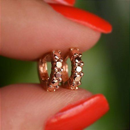 Brinco argolinha fina ouro segundo furo cristal rosê metalizado semijoia 16k02010