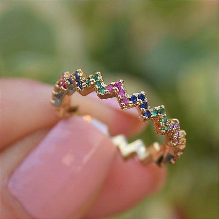 Anel zig zag zircônias coloridas ouro semijoia