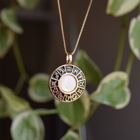 Colar roda do zodíaco pedra natural madrepérola ouro semijoia