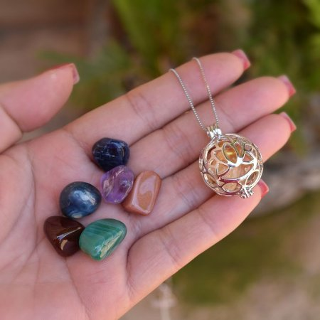 Colar Chamador de Anjo g flor de lótus pedras naturais ródio semijoia