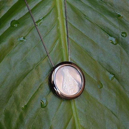 Colar Nossa Senhora Aparecida madrepérola ródio negro semijoia