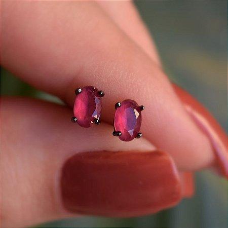 Brinco oval cristal rubi ródio negro semijoia