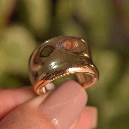 Anel liso abaulado inverso ouro semijoia