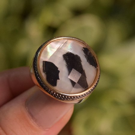 Anel redondo pedra natural turmalina negra ouro semijoia