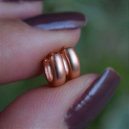 Brinco argolinha segundo furo ouro rosê fosco semijoia 19A11021