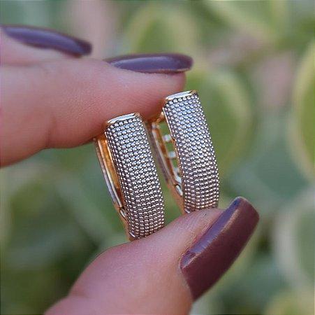 Brinco argolinha metal texturizado ródio e ouro semijoia 18K02004