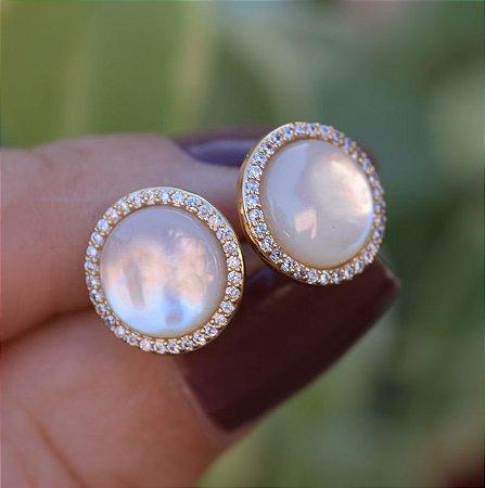 Brinco redondo madrepérola zircônia cristal ouro semijoia 19A08050
