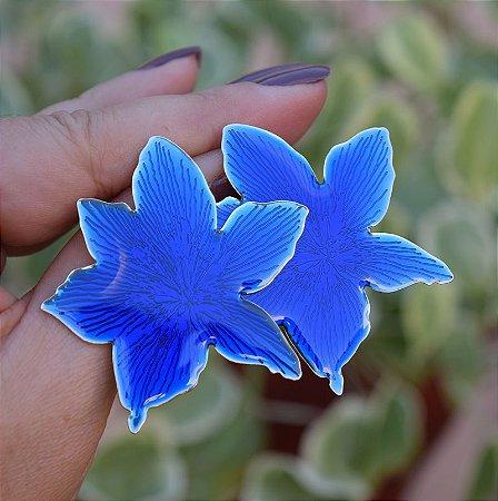 Brinco flor chapa resinado azul