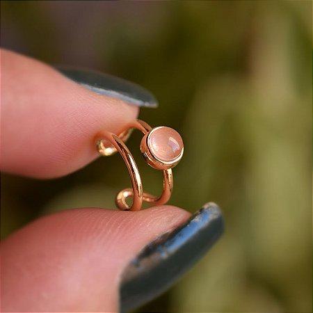Piercing de encaixe individual pedra natural quartzo rosa ouro semijoia