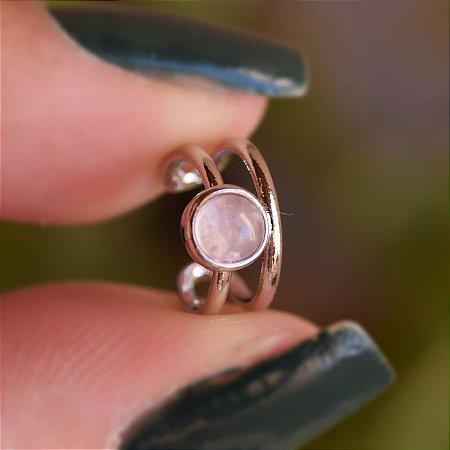 Piercing de encaixe individual pedra natural quartzo rosa ródio semijoia