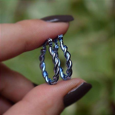 Brinco argola torcida m azul semijoia