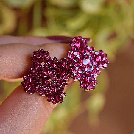 Brinco Leticia Sarabia quadrado curvas cristal rosa pink