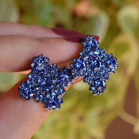 Brinco Leticia Sarabia quadrado curvas cristal azul royal