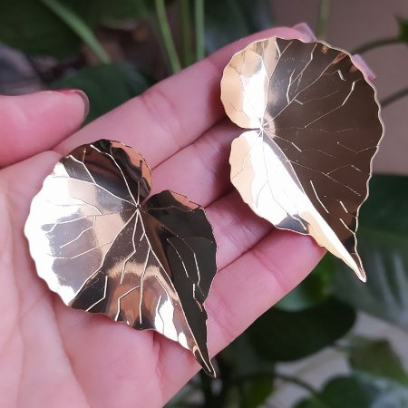Brinco Leticia Sarabia folha dourado