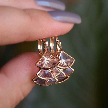 Brinco argolinha penduricalhos cristais rosa ouro semijoia