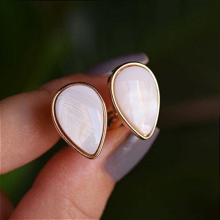 Brinco pressão gota invertida pedra natural madrepérola ouro semijoia