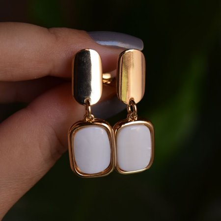 Brinco pressão pedra natural madrepérola ouro semijoia