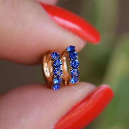 Brinco argolinha segundo furo azul strass ouro semijoia