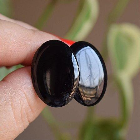 Brinco oval acrílico preto