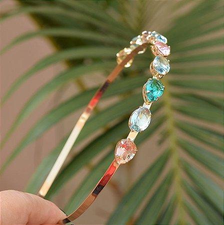Tiara metal dourado com cristais ovais e gotas coloridas