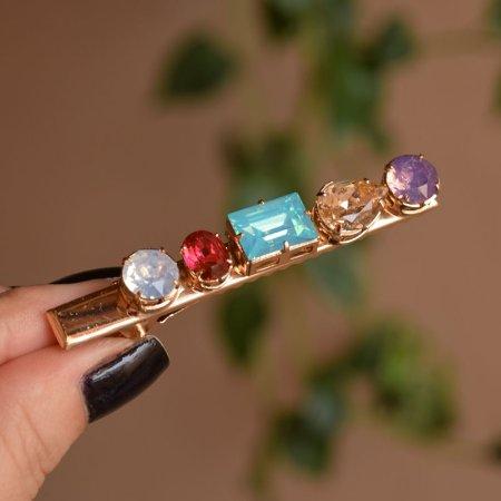 Presilha bico de pato metal dourado cristais coloridos