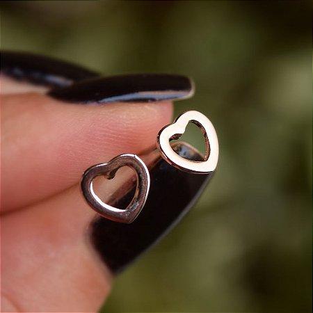 Brinco mini coração vazado ródio semijoia 19K13019