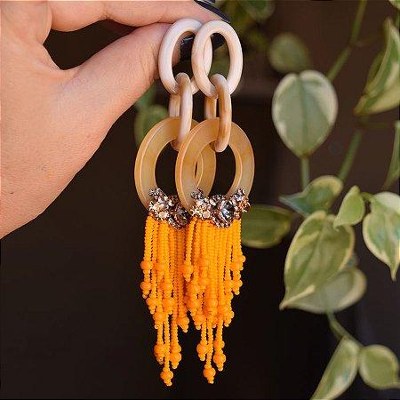 Brinco Diviníssima acrílico tassel miçangas laranja