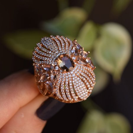 Anel oval cristal topázio zircônia ouro rosê semijoia