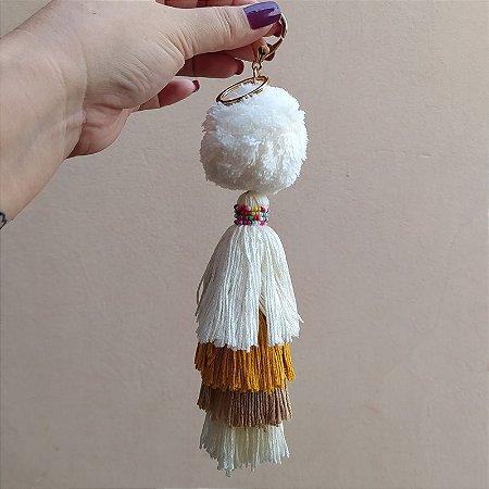 Chaveiro pompom branco tassel colorido