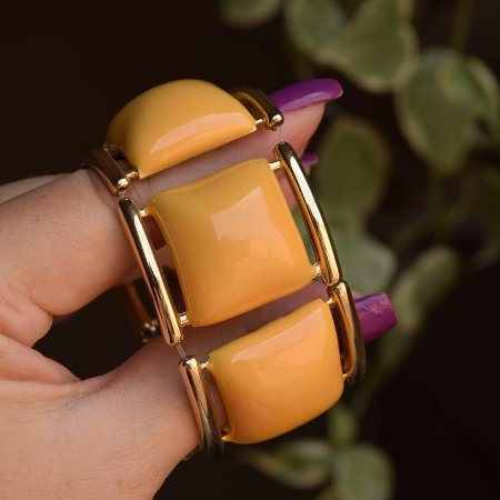 Bracelete resina mostarda com dourado