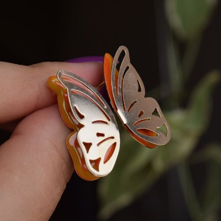 Brinco borboleta asa dupla vazada esmaltada laranja ouro semijoia
