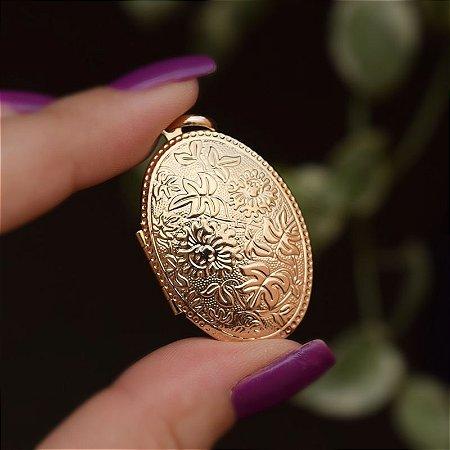 Pingente relicário oval ouro semijoia