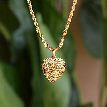 Colar relicário coração trabalhado ouro semijoia