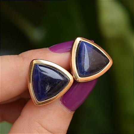 Brinco triângulo pedra natural sodalita ouro semijoia