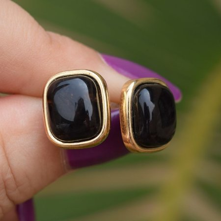 Brinco retangular pedra natural obsidiana fumê ouro semijoia