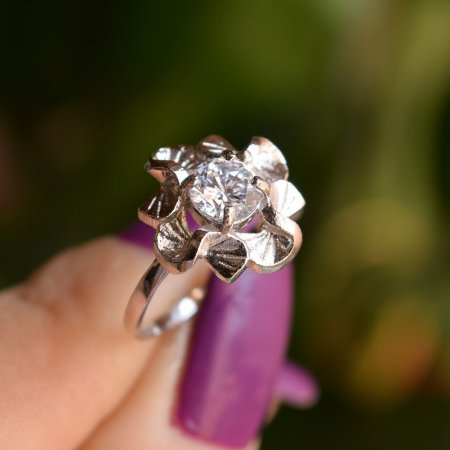 Anel Claudia Arbex flor zircônia prata