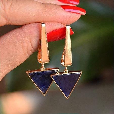 Brinco triângulo invertido pedra natural sodalita ouro semijoia