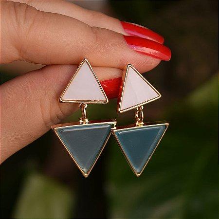 Brinco triângulos pedras naturais madrepérola e ágata azul céu ouro semijoia