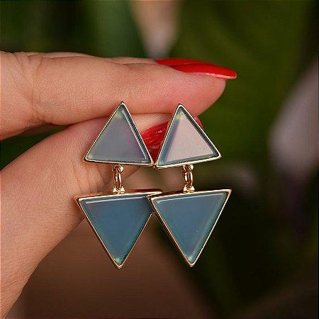 Brinco triângulos pedra natural ágata azul céu ouro semijoia