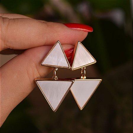 Brinco triângulos pedra natural madrepérola ouro semijoia