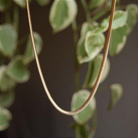 Corrente snake curto ouro semijoia