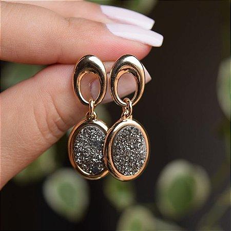 Brinco pedra natural oval drusa titânio ouro semijoia