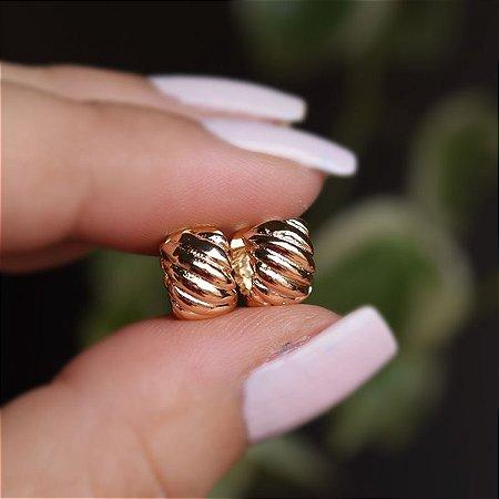 Brinco argolinha ondulada p ouro semijoia