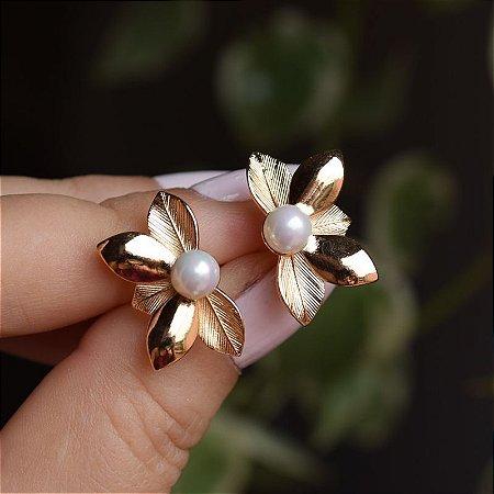 Brinco folhas e pérola ouro semijoia