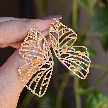 Brinco borboleta vazada esmaltada ocre dourado