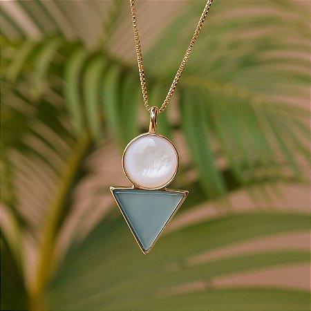 Colar geométrico pedras naturais madrepérola e ágata azul céu ouro semijoia
