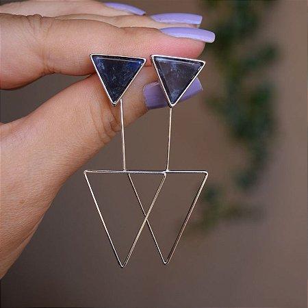 Brinco 2 em 1 triângulo invertido pedra natural sodalita ródio semijoia